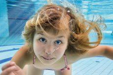 Baden im Schwimmbecken