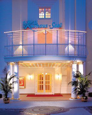 Das Travel Charme Hotel Binz liegt direkt an der Ostseepromenade