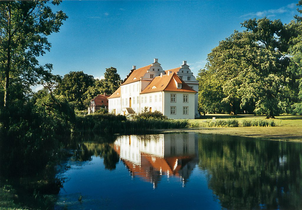 Herrenhaus am See