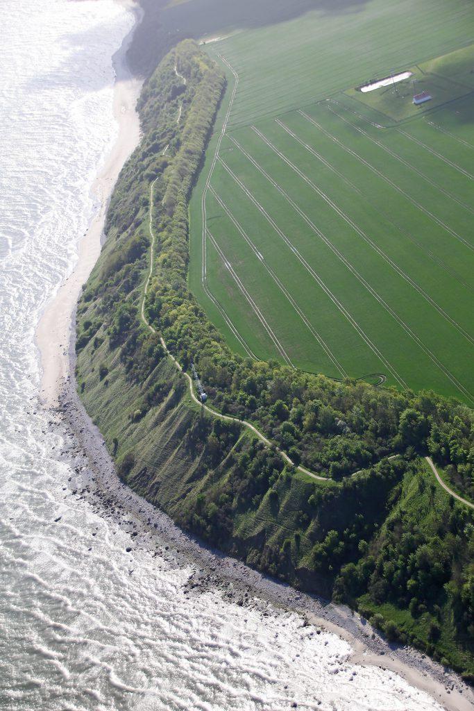 Luftaufnahme vom Steilufer am Kap Arkona