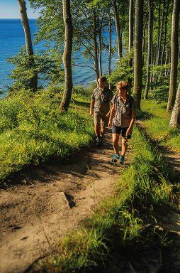 Wanderer im Küstenwald von Jasmund