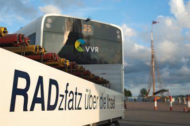 Bus der VVR zum und ab Hafen Schaprode